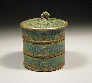 Stacking canister